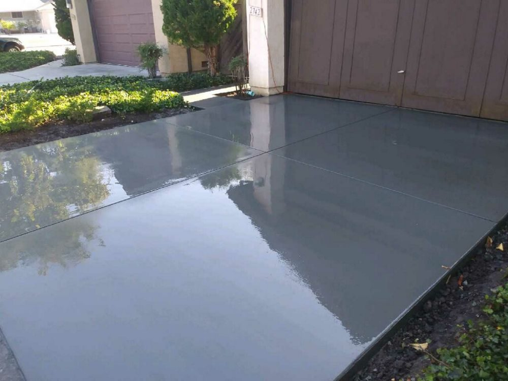 Freshly poured concrete driveway in Oakland California